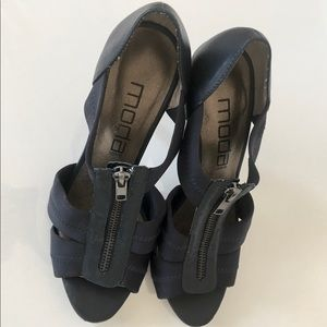 Moda heels dress sandals in navy blue size 6 1/2